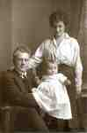 Frank and Edith (nee Cutter) Gardner with their son David, 1916