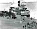 "Steamship ""Modjeska"" and passengers at the Wharf, Aldershot, ca 1919"