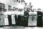 Unidentified women employees and 2 managers,  Jim Almas and Ulric Ruf, at the W.T. Glover Basket Factory, Freeman, ca 1900