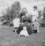 Mrs John Smale,  Mrs John Filman and Mrs R. Emery, with Jean, Dorothy and William (Bill) Emery, 1914