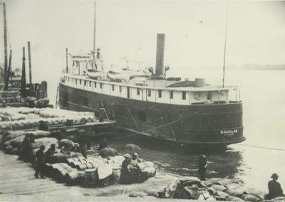 DOUGLAS (1882, Steambarge)