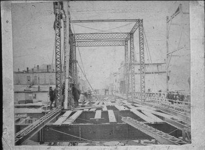 Building Second Avenue Bridge