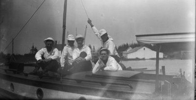 Middle Island: Crew on Sailboat
