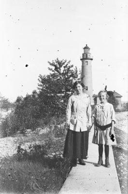 Middle Island:  Lillian and Esther Hartlep