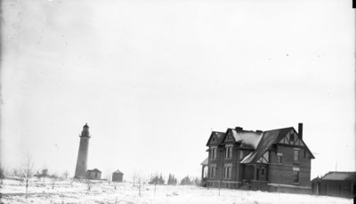 Middle Island:  Lighthouse and Keeper's Quarters
