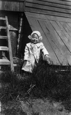 Middle Island:  Esther Hartlep, about age 3.