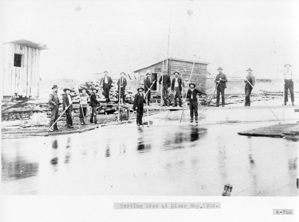 Sorting Crew at Minor Gap, Thunder Bay River
