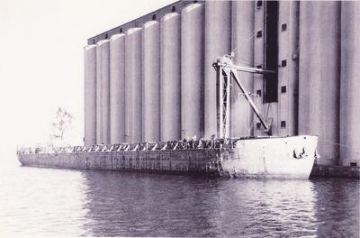 CARPORT (1950, Barge)