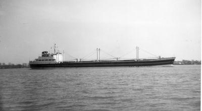 LA MAREA (1958, Ocean Freighter)