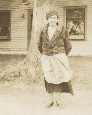 <b><font size = 4>Mrs James (Mamie Cowan) Ingram</b></font><BR>