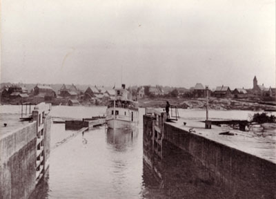 The Armour Entering the Locks,circa 1923.
