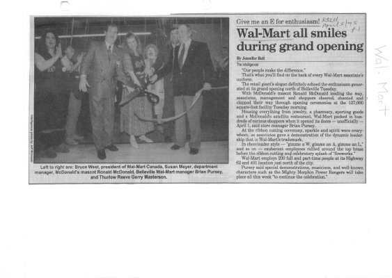 Wal-Mart all smiles during grand opening