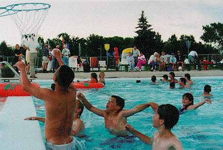 Children playing in the nelson outdoor swimming pool ca - Swimming pools burlington ontario ...