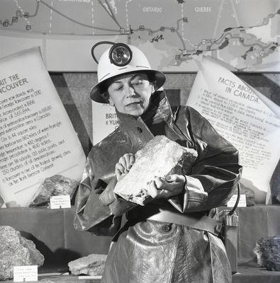 Viola MacMillan