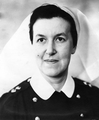 Lieutenant Ethel Lowe, graduate of the Ross Memorial Hospital, Lindsay. She enlisted in April 1942 and was posted to Rideau Military Hospital, Ottawa in June 1942. Courtesy the Kawartha Lakes Public Library.