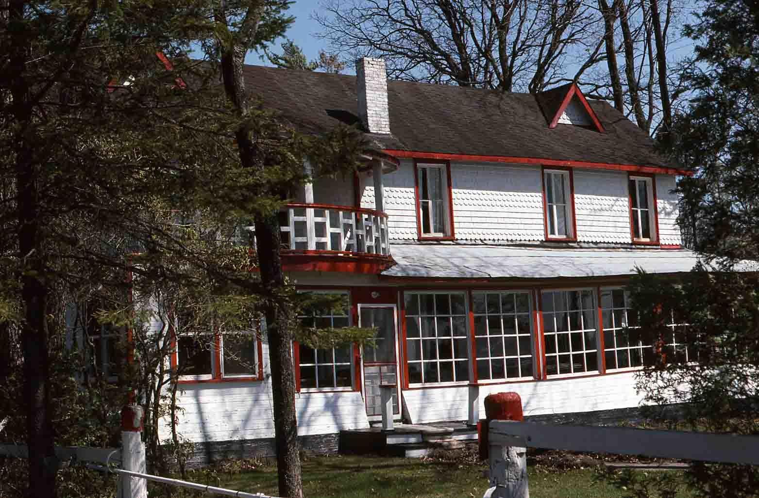 White frame lodge, Rosedale