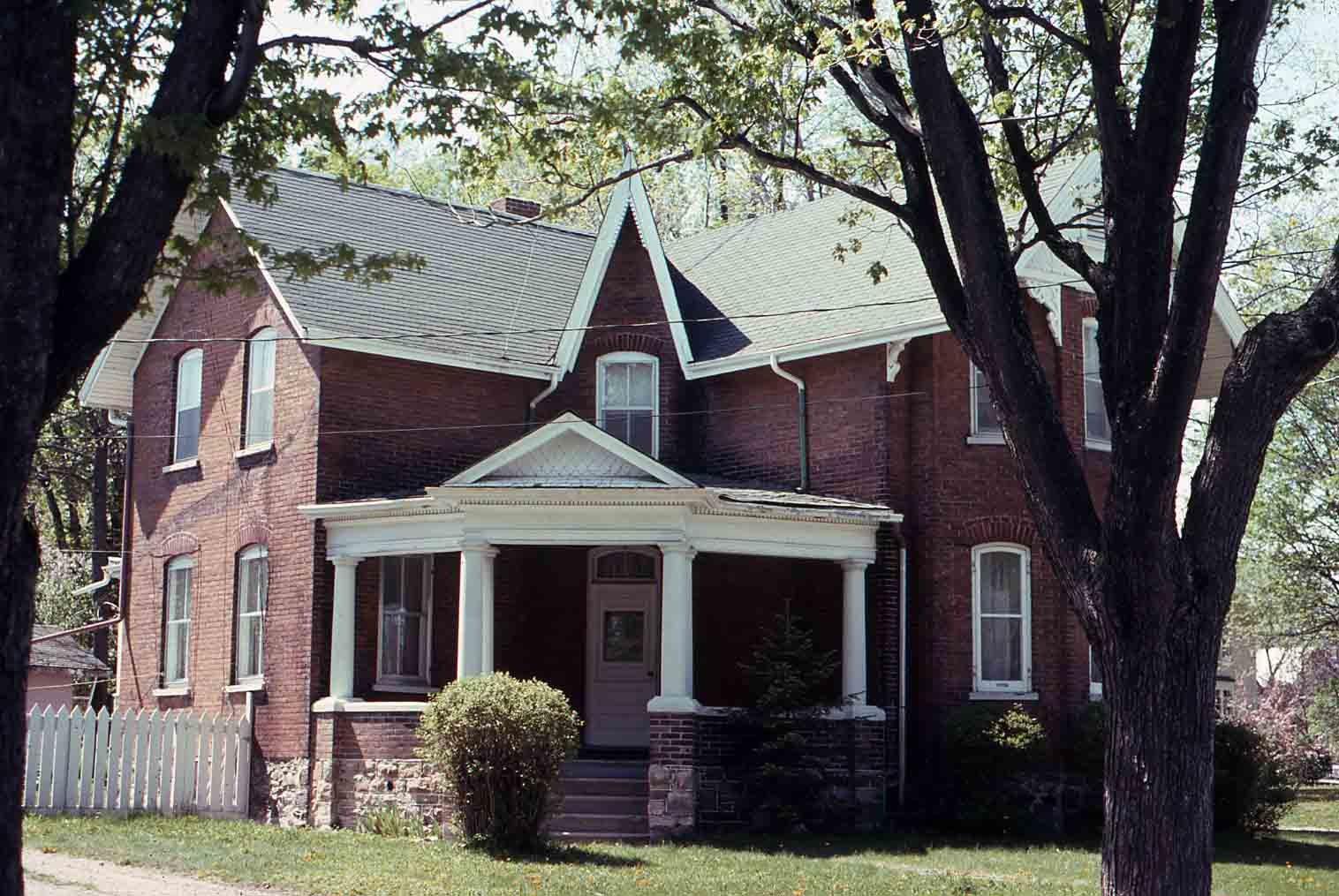 Victoria Avenue North, Lindsay, private dwelling