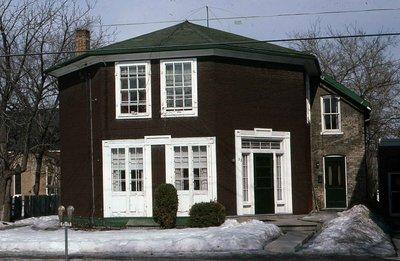 Plate 46, Peel Street, Lindsay, octagonal house