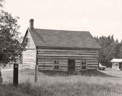 Log house, Old River Road, Ops Township, private dwelling