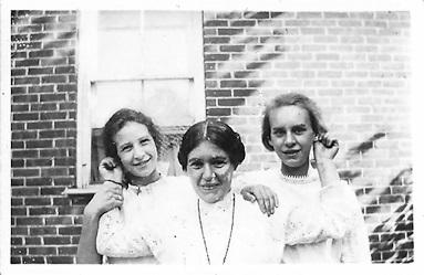 Josephine Hamilton and sisters, c1914