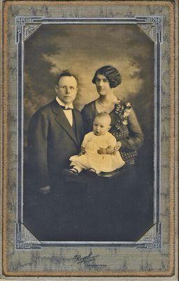 Lloyd Earl Hamilton and Lillian Aurelia and Lloyd Robert William, c1928