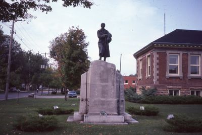Lindsay Cenotaph and corner of Library
