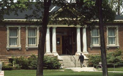Lindsay Public Library, Carnegie building