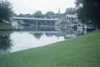Lindsay Street bridge from McDonnell Park, Lindsay