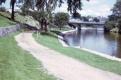 Wellington Street bridge from McDonnell Park, Lindsay