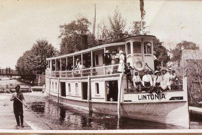 """Steamboat """"Lintonia"""" at wharf"""