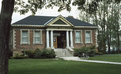 Exterior of Carnegie library, 1973