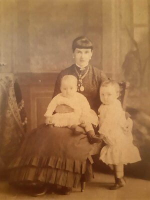 Lady with two children, Unidentified, Date unknown