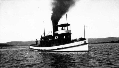 Le Nathalie de la compagnie Hawkesbury dans la baie de L'Orignal