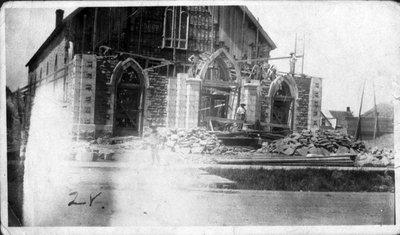Construction de l'église de Plantagenet