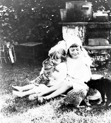 Joan and Reta Turpin with their cats