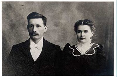 Photograph of Samuel Marvin McComb and Agnes McComb, and McComb family history, Castleton Women's Institute scrapbook