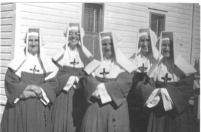 Cinq Filles de la Sagesse, Field, ON / Five Daughters of Wisdom nuns, Field, ON