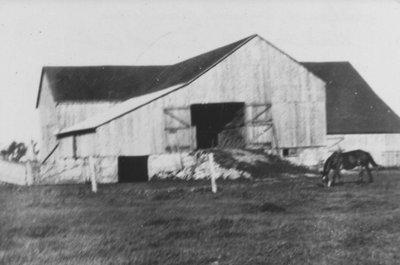 MacArthur Barn
