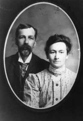 William John Scott (1856-1946) and Isabella Scott(1862-1925)
