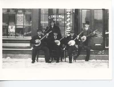 Banjo Players in Beamsville