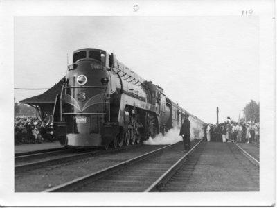 Royal Visit, 1939 - Royal Train Arrives at Glencoe, Ontario (slightly wider view)