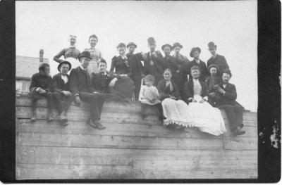 Unidentified group of men, women and children, London, Ontario