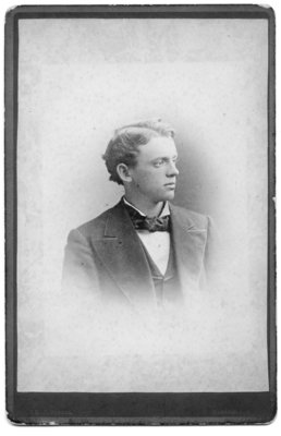 An unidentified head and shoulder portrait of a young man in a suit with wide lapels from the E.J. Potter Studio, Mansfield, Ohio