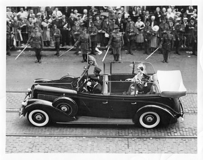 Royal Visit, 1939 - King George VI and Queen Elizabeth in limousine passing in front of crowd and soldiers with swords, London, Ontario