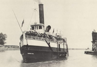 EMPRESS OF INDIA entering Port Dalhousie