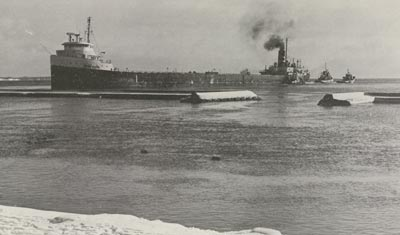 tugs LAC COMO, WILLIAM REST, G.W. ROGERS and BAGOTVILLE tried to free GEORGE M. CARL