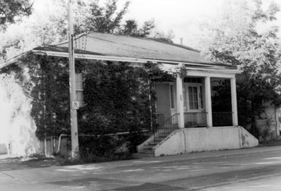 House on Mary Street, Milton, Ont.  House demolished in 1988 for a municipal parking lot.
