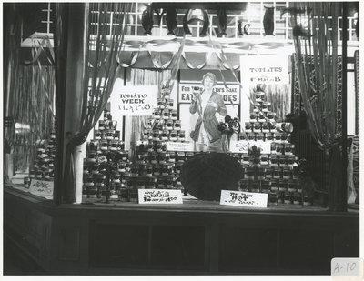 Vitrine d'un commerce / Store Window Display