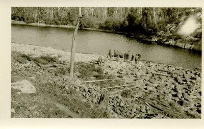 Projet a la rivière / Project by the river
