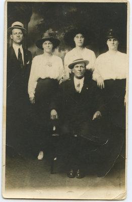 Trois femmes et deux hommes / Three women and two men